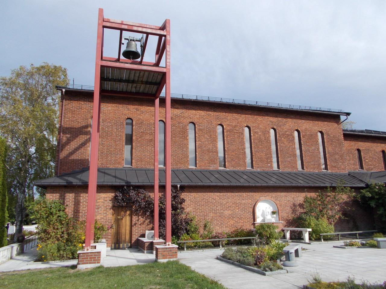 St. Olav Katolske Kirke i Tønsberg gikk fra oljefyr til bergvarmepumpe